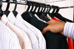 Camisas del asunto en una percha. Imágenes de archivo libres de regalías