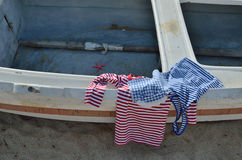 Camisas do olhar da marinha no barco velho Foto de Stock Royalty Free