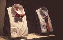 Camisas em uma mostra Fotos de Stock