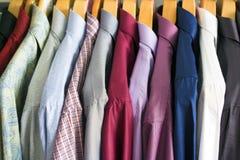 Camisas en el soporte Imagen de archivo