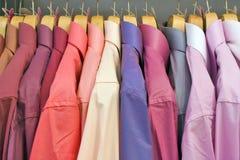 Camisas en el soporte Fotografía de archivo libre de regalías