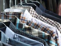 Camisas en los tintoreros planchados recientemente Fotografía de archivo libre de regalías