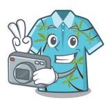 Camisas hawaianas del fotógrafo dobladas en armario de la historieta stock de ilustración
