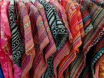 Camisas modeladas coloridas del primer para la mujer fotografía de archivo libre de regalías