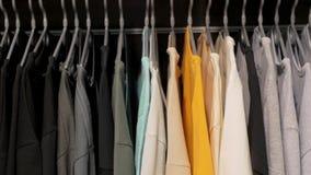 Camisas na loja vídeos de arquivo