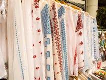 Camisas tradicionais romenas Fotografia de Stock