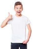 Camiseta blanca en muchacho adolescente Imagenes de archivo