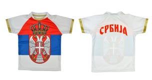 Camiseta con la capa servia del brazo y de la bandera Fotos de archivo libres de regalías