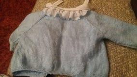 Camiseta feito a mão de tecelagem do bebê foto de stock royalty free