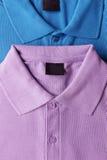 Camiseta púrpura y azul del polo Foto de archivo libre de regalías