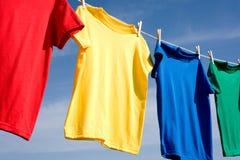Camisetas coloreadas primarias Fotografía de archivo libre de regalías
