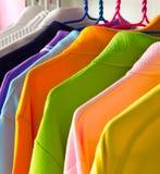 Camisetas coloridas Fotografía de archivo libre de regalías