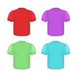 Camisetas coloridas fijadas en el fondo blanco Modelo de la ropa para Imagen de archivo