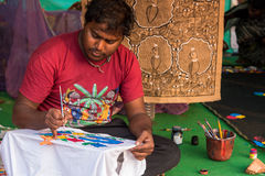 Camisetas de la pintura del artesano foto de archivo libre de regalías
