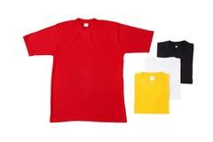 Camisetas dispuestas coloridas Fotos de archivo