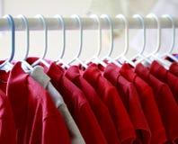 Camisetas rojas Foto de archivo libre de regalías