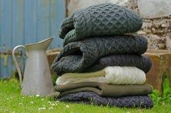 Camisolas dos homens irlandeses do knit de Aran de lãs Fotos de Stock