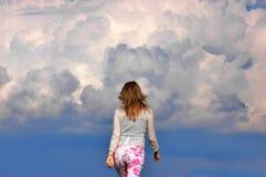 Camminando al cielo Immagine Stock