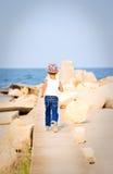 Camminando al mare Immagine Stock