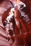 Camminando all'interno del canyon dell'antilope immagine stock