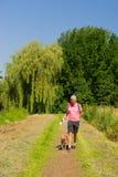Camminando con il cane in natura Fotografie Stock Libere da Diritti