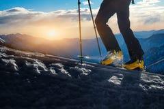 Camminando con l'alpinismo dello sci Fotografia Stock Libera da Diritti