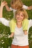 Camminando con la mamma Fotografia Stock Libera da Diritti