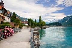 Camminando dal lago in Brienz, Berna, Svizzera Immagini Stock Libere da Diritti