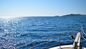 Camminando dal mare Immagine Stock