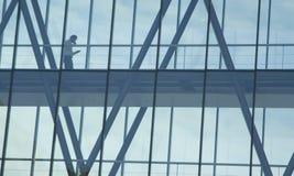 Camminando giù il percorso di vetro Immagine Stock Libera da Diritti