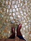 Camminando giù le vie del ciottolo di Bruges, il Belgio Immagine Stock Libera da Diritti