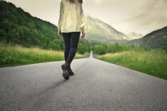 Camminando lungo la strada del te fotografie stock libere da diritti