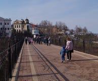 Camminando lungo la zona pedonale Fotografie Stock