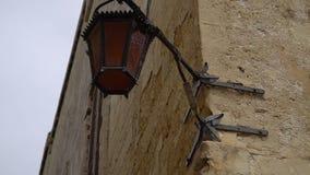 Camminando lungo le vie medievali di La Valletta, Malta video d archivio