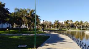 Camminando nel laga del ¡ del parco MÃ di Huelin fotografie stock