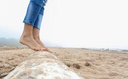 Camminando nella spiaggia Fotografie Stock Libere da Diritti