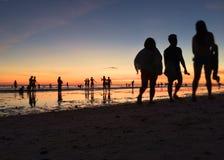 Camminando nella spiaggia Fotografie Stock