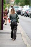 Camminando nella via Immagini Stock Libere da Diritti