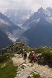 Camminando nelle alpi Fotografia Stock Libera da Diritti