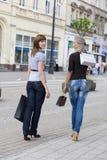 Camminando per l'acquisto Fotografia Stock Libera da Diritti
