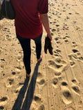 Camminando in sabbia Fotografia Stock