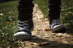 Camminando su un percorso Immagine Stock