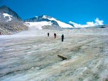 Camminando sul ghiacciaio Fotografie Stock