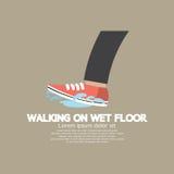 Camminando sul pavimento bagnato Immagine Stock