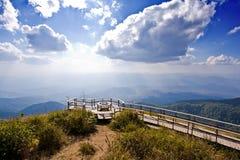Camminando sulla montagna Fotografia Stock