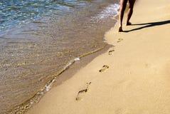Camminando sulla spiaggia Immagine Stock Libera da Diritti