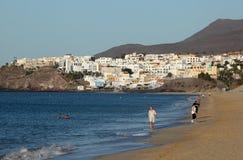 Camminando sulla spiaggia, Fuerteventura Fotografia Stock Libera da Diritti