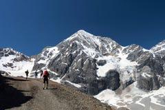 Camminando sulle alpi in Italia Fotografia Stock