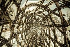 Camminando tramite il tunnel Immagini Stock