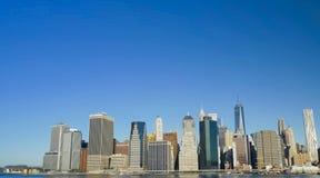 Camminando tramite le vie di New York, Manhattan La durata di New York nel pomeriggio Vie e costruzioni della città fotografia stock libera da diritti